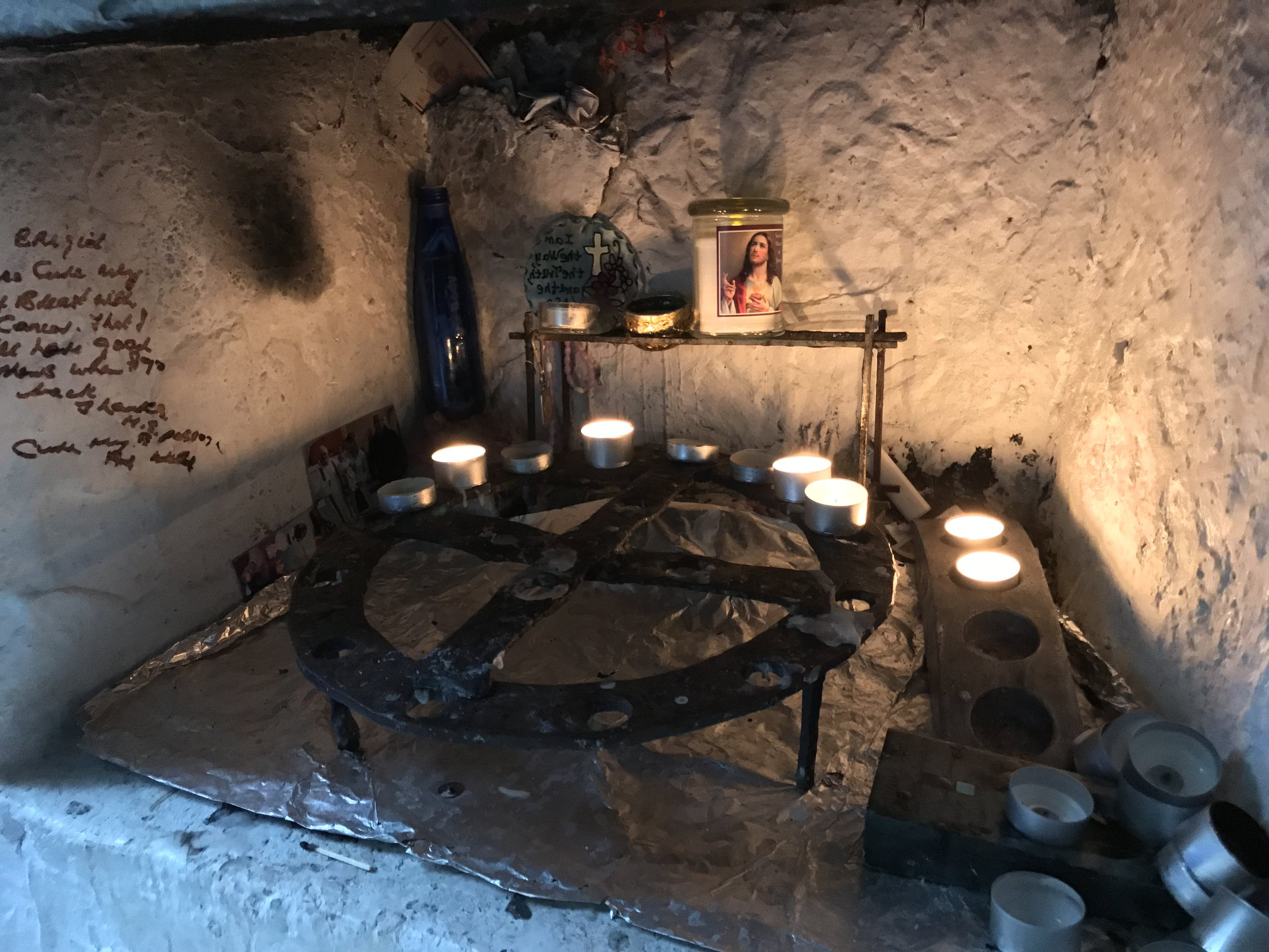 The well is also an active place of worship and prayer for supplicants to the saint.