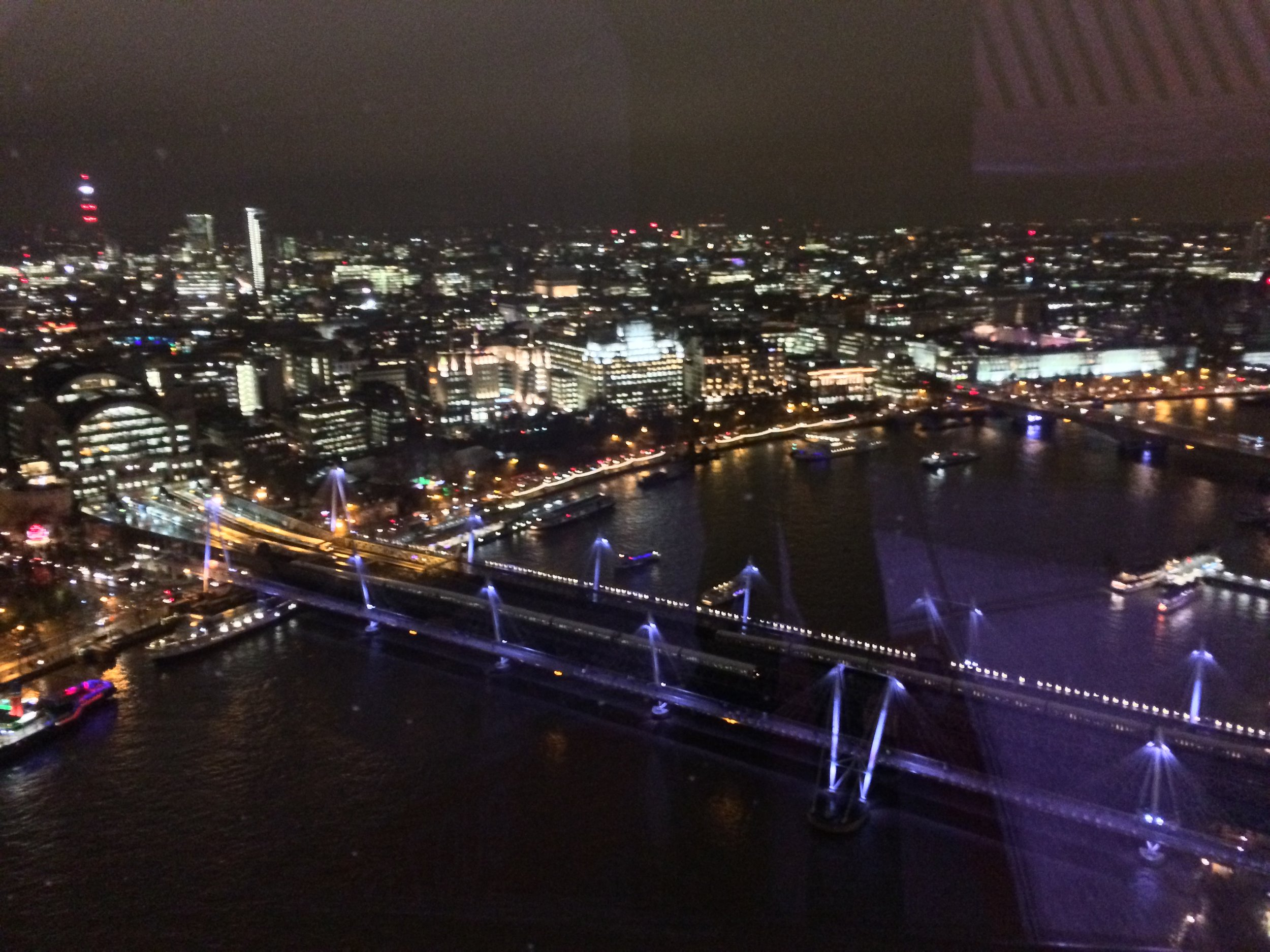 Day or night, the London Eye provides spectacular views of the city.