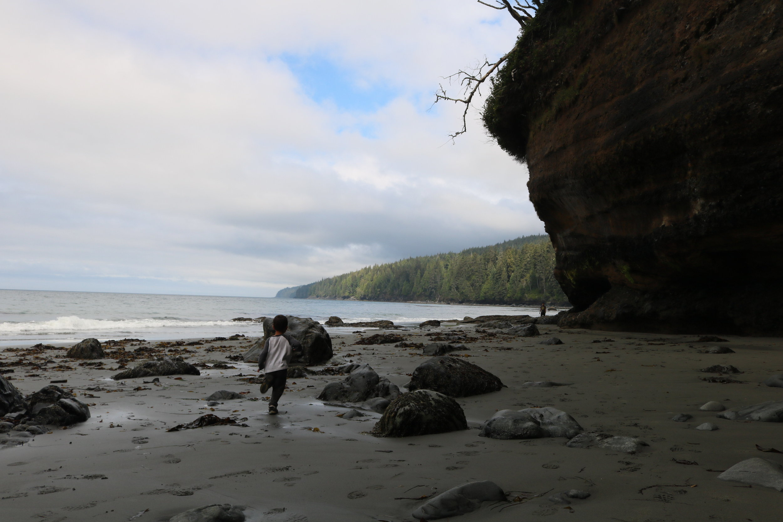 At low tide, there are sea caves and various other items to explore along Mystic Beach