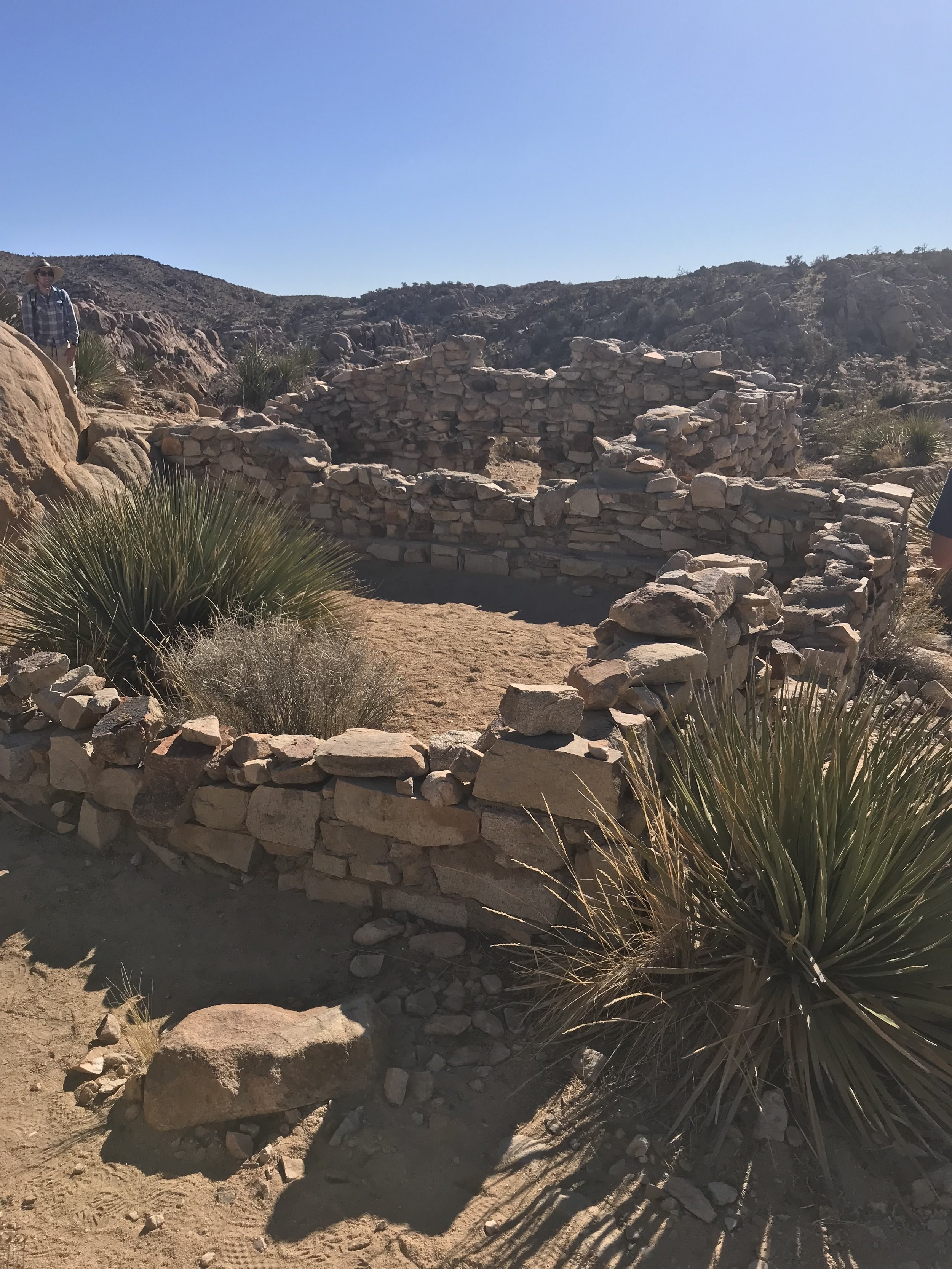 From the Desert Queen mine parking area, hikers will want to turn off at the ruins of this old bunkhouse to pass the Desert Queen mine before hiking toward the Eagle Cliff.