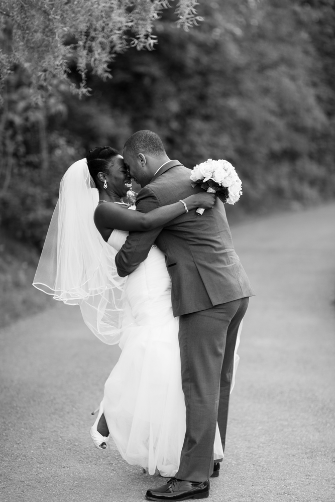 Toronto Edwards Gardens Toronto Botanical Gardens Wedding Photographer