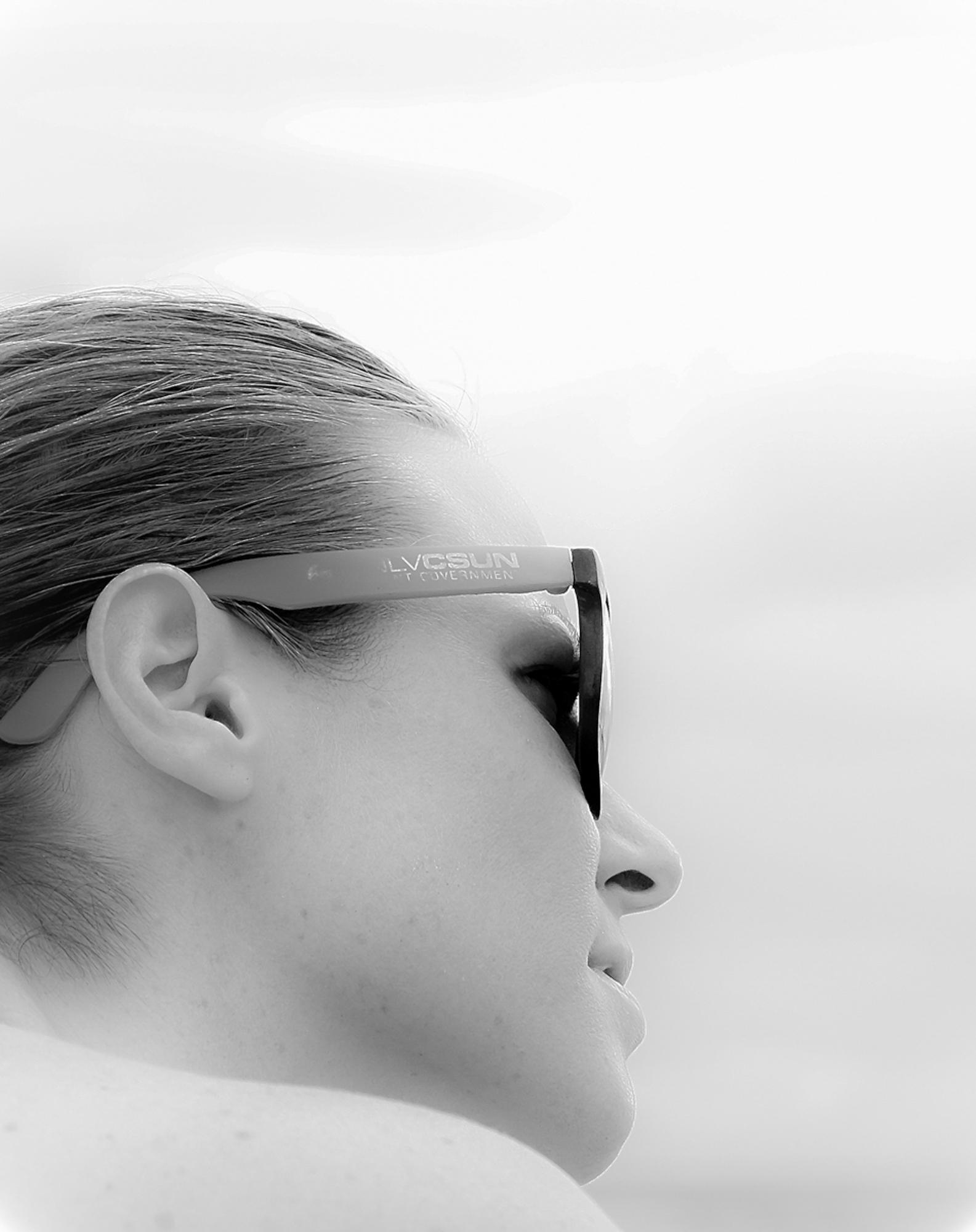 sm_sarah-beach-profile-b&w-dscf1857.jpg