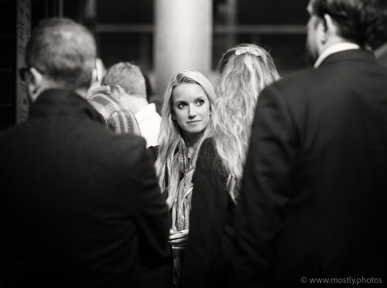 Fuji X-T2 - Fuji 56mm f1.2n - Candid Street Photography, London A Face in the Crowd