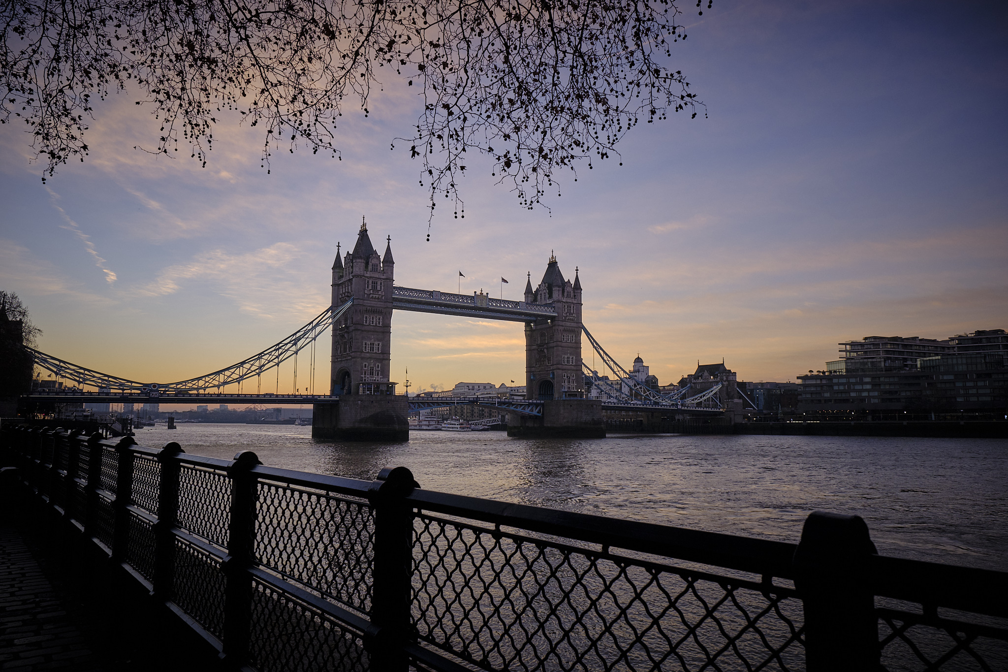 Fuji X-T3 16-55mm @16mm Dawn over Tower Bridge on the River Thames