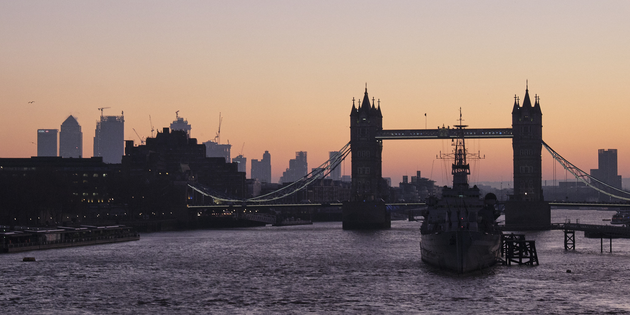 Fuji X-T3 16-55mm @55mm Dawn over Tower Bridge on the River Thames