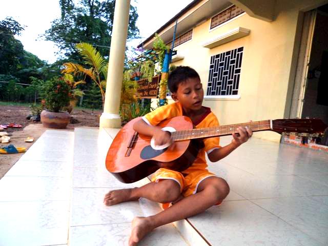 BB 8 kids is learning music.JPG