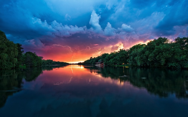 40-+-Outstanding-Photographs-of-Lightning-@-GenCept_36.jpeg
