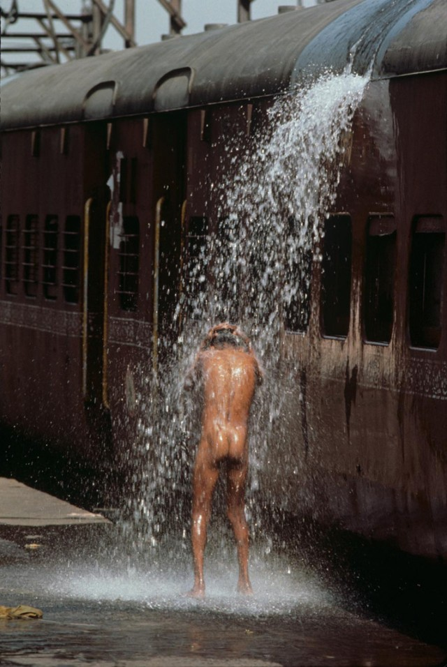 Trains-Steve-McCurry10-640x956.jpeg