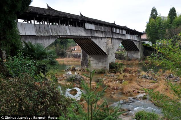The Qiancheng Bridge, in the village of Tangkou, which was built during the Southern Song Dynasty, which began in 1127