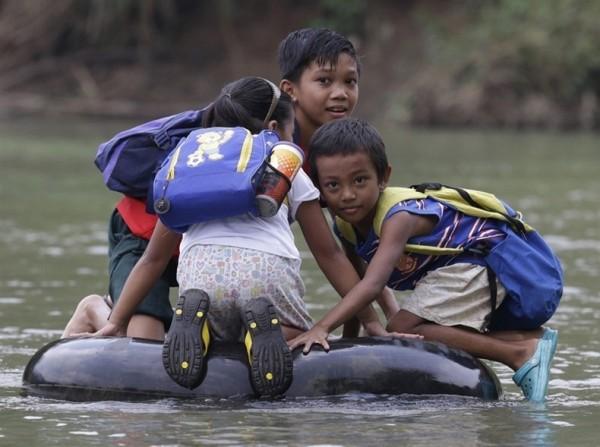 risking-lives-for-school-5-600x447.jpg