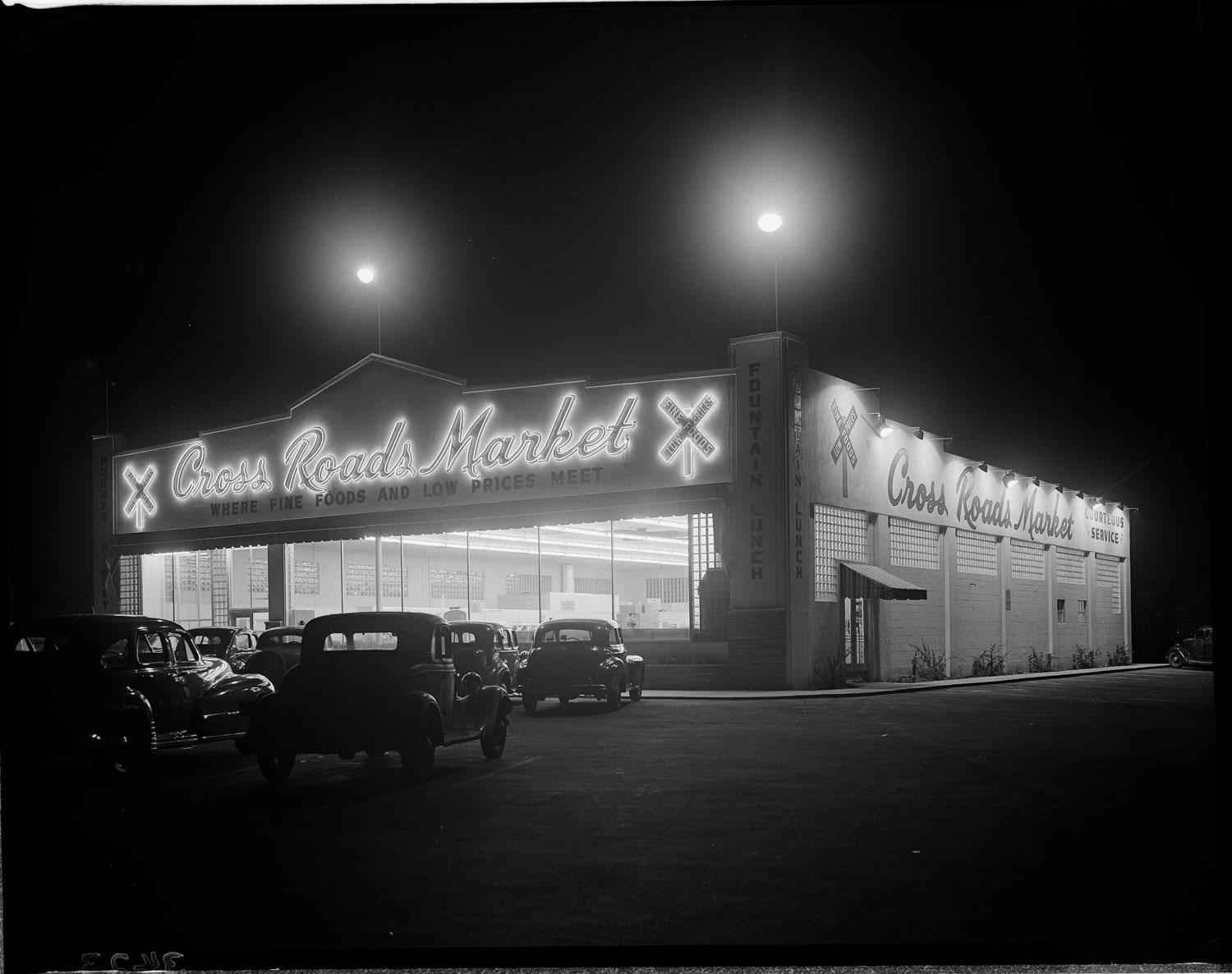 los-angeles-neon-at-night-black-and-white-10.jpg