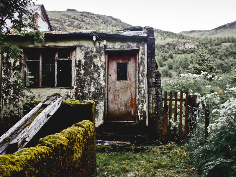 abandoned-iceland-houses-2.jpg