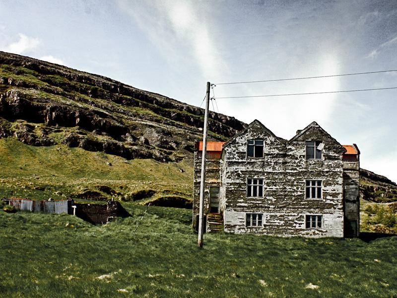 abandoned-iceland-houses-4.jpg
