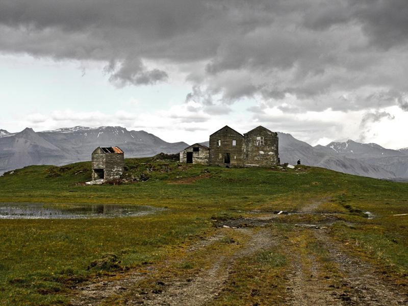 abandoned-iceland-houses-6.jpg