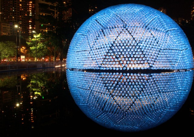 Lantern-Pavilion-made-from-Recycled-Water-Bottles8-640x452.jpg