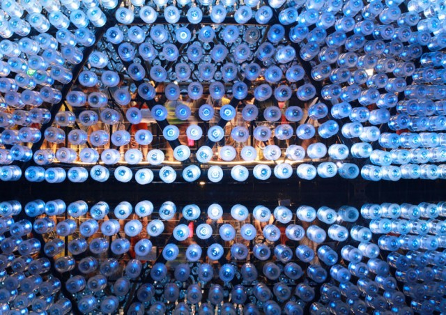 Lantern-Pavilion-made-from-Recycled-Water-Bottles9-640x452.jpg