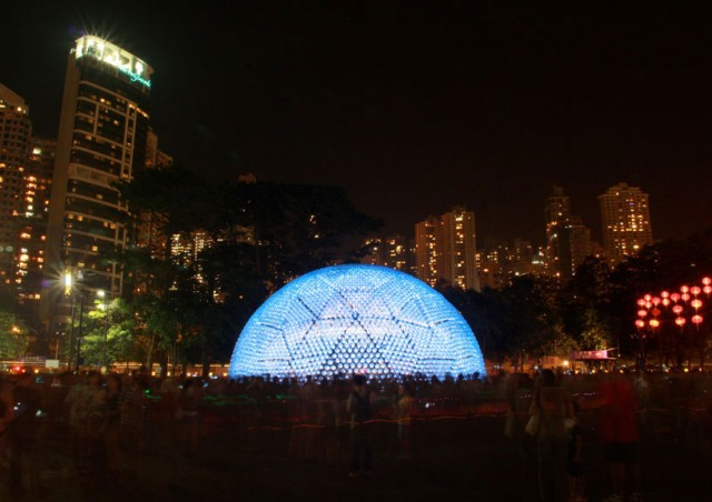 Lantern-Pavilion-made-from-Recycled-Water-Bottles6-640x452.jpg