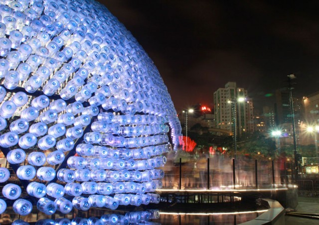 Lantern-Pavilion-made-from-Recycled-Water-Bottles4-640x452.jpg