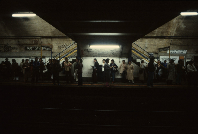 christopher-morris-photographs-the-gritty-nyc-subway-in-1981-designboom-17.jpg