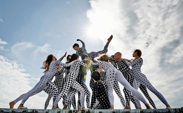 Rooftop-Dancers-in-Paris-by-JR-2.jpg