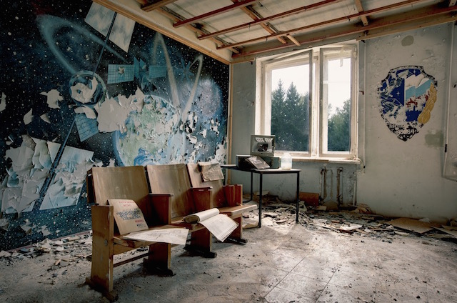 Abandonned-Soviet-Buildings-by-Rebecca-Litchfield7.jpg