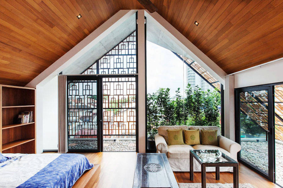Architectural-House-Equipped-with-Teak-Screens7-900x600.jpg