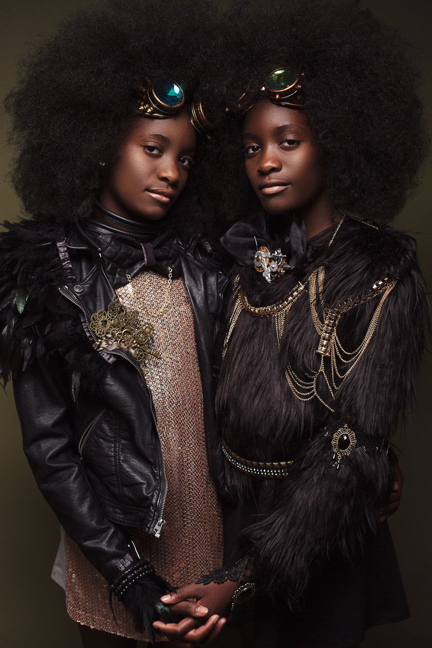 5b27b67335aa7-baroque-portraits-afro-art-creativesoul-photography-18-5a0bf53c6727d__880.jpg
