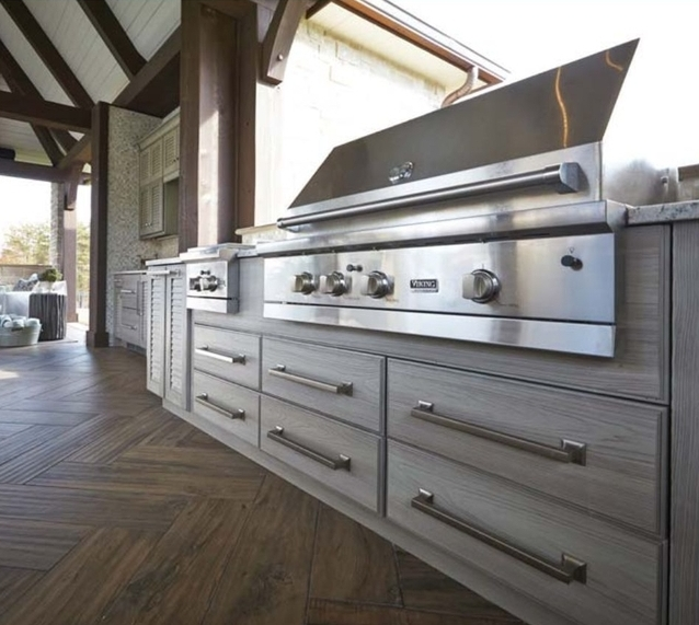 NatureKast offers more than 40 different grill cabinets ranging from 15 – 84 inches wide. This cabinet offers ample space for the grill and side burner, plus lots of drawer storage. Want to learn more?  Call us  at 267-2285494.