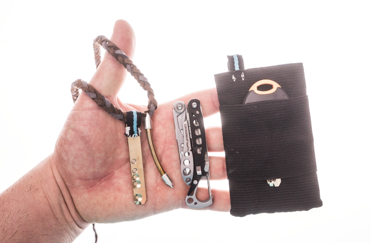 An example of my basic daily carry items, although this changes all the time. For example, in the evening I might also take a torch, etc. From left to right: Necklace with emergency house key, Leatherman Style PS and my old small wallet (self-made) with house key.