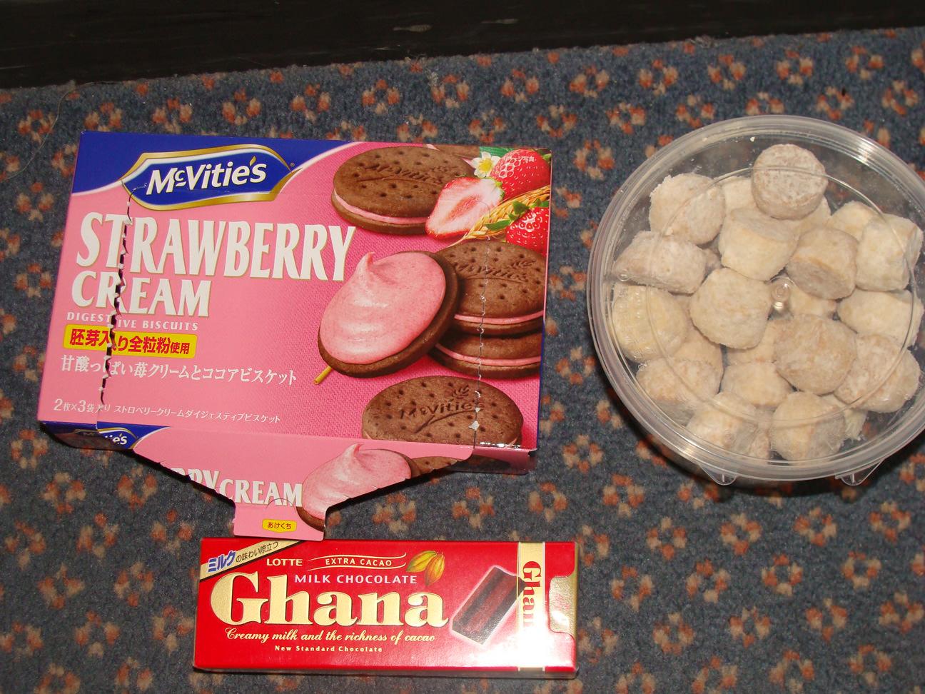 Some snacks I got at the Super Market and Shinagawa Station.