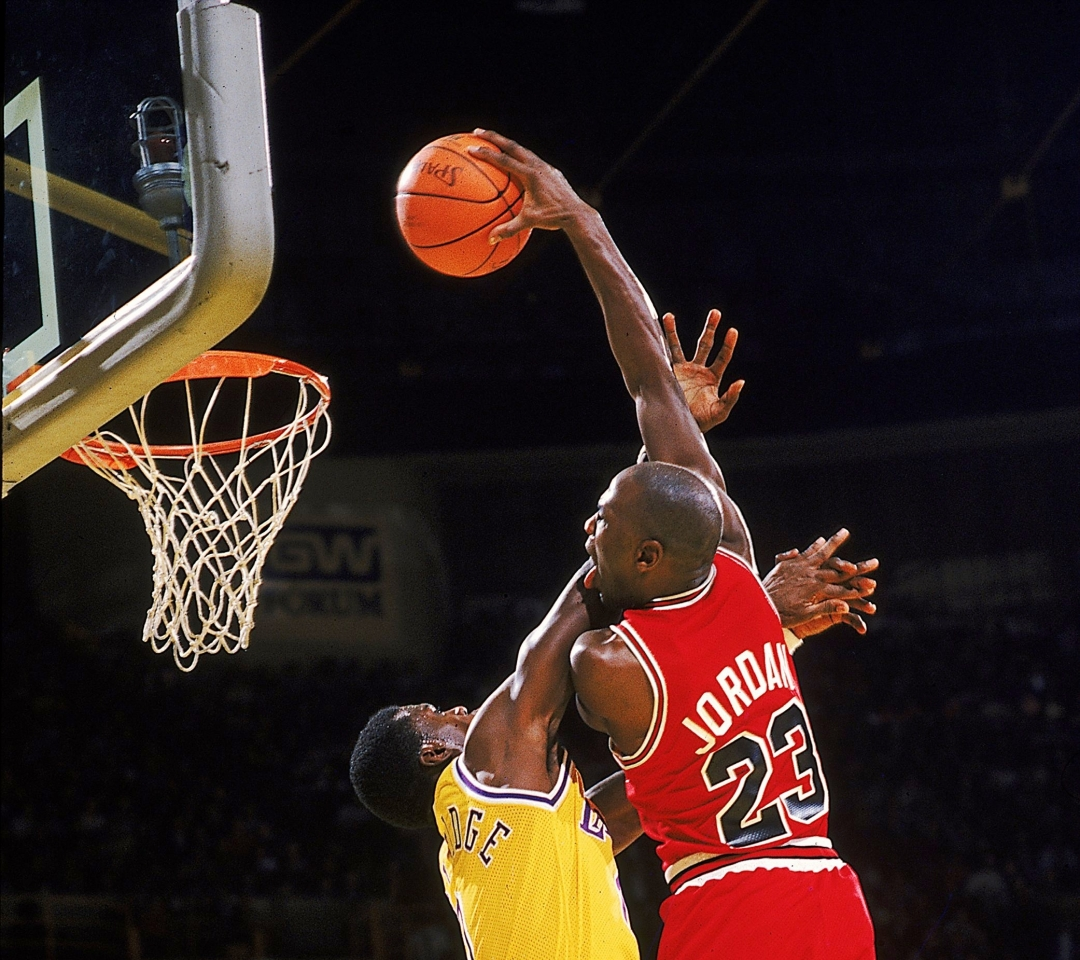 Michael-Jordan-Dunk-64.jpg