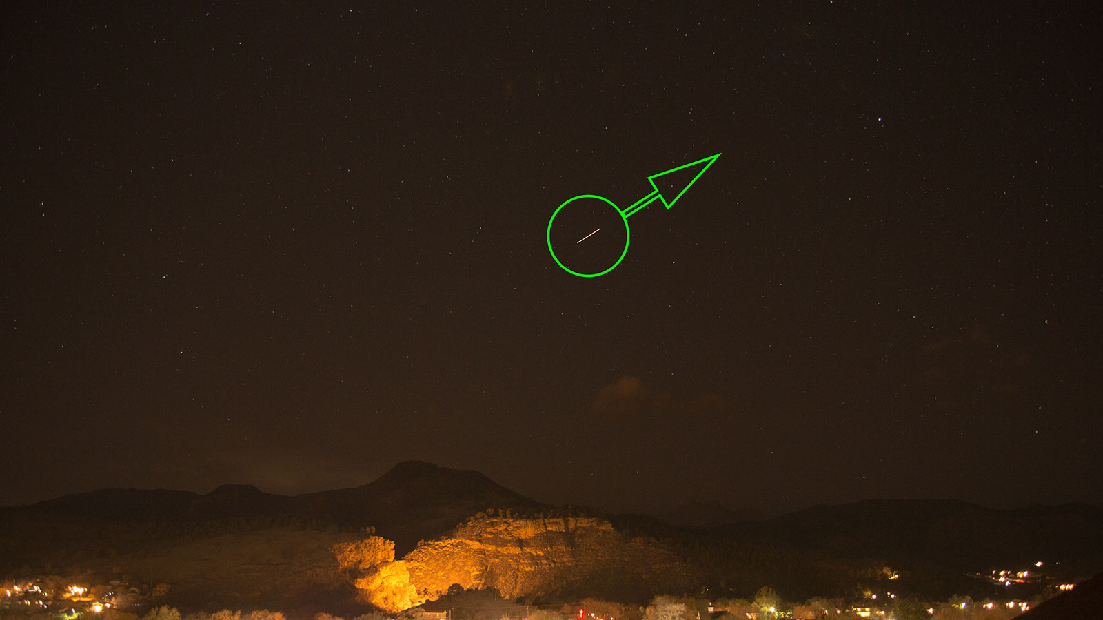 Pass 2, at 8:06 PM on 8 Feb 2013.  Green arrow indicates direction of travel.  Visible in the frame for about 2 seconds.