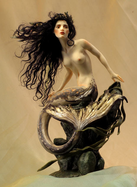 dark-haired-mermaid-464wb.jpg