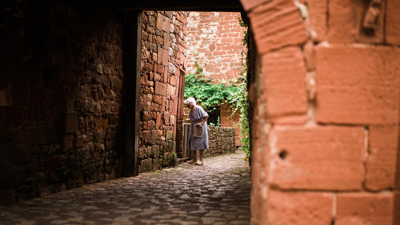 010-french-chateau-destination-wedding-south-france-film-photographer-ryan-flynn.jpg