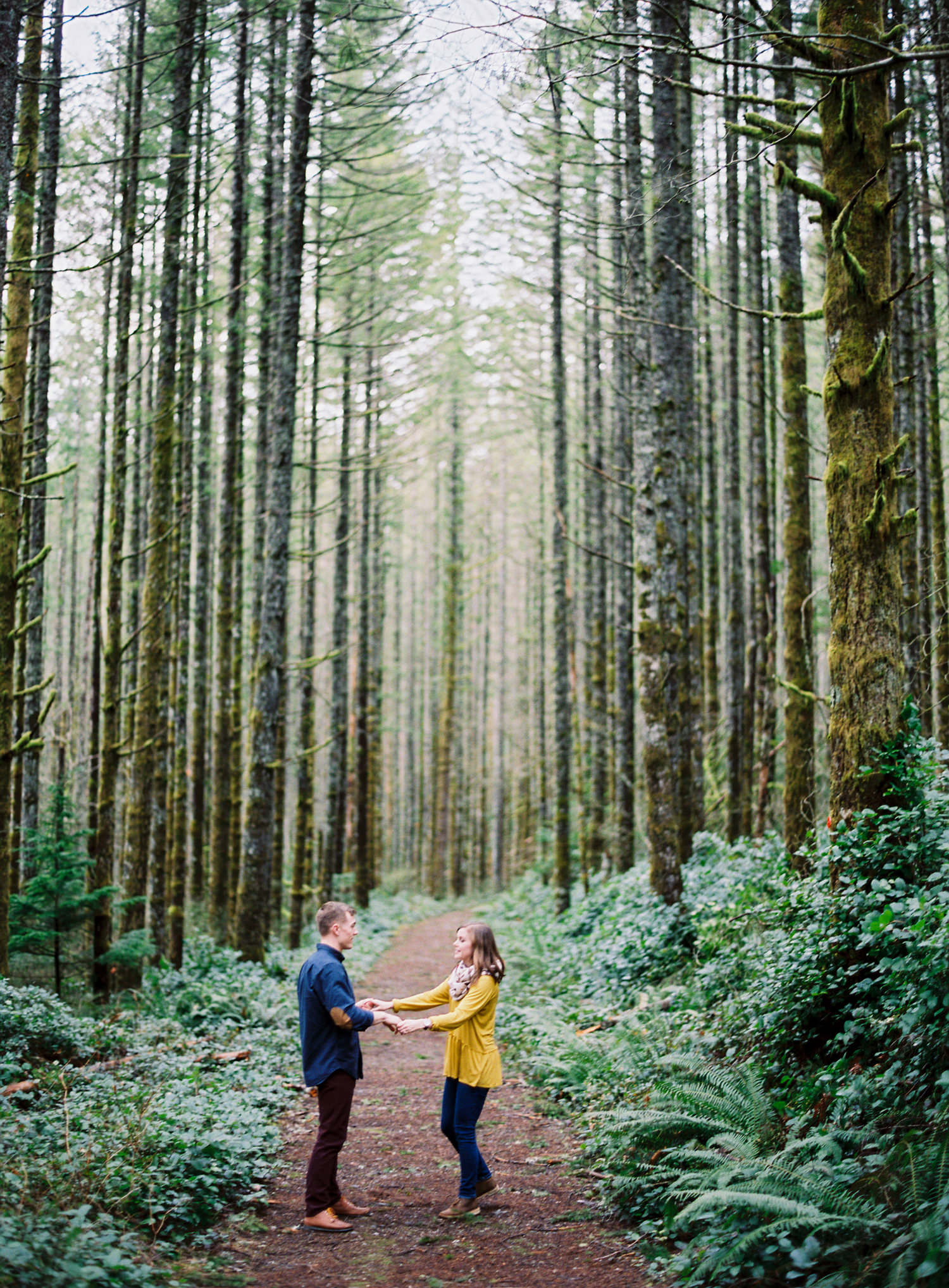 012-snoqualmie-mountain-engagement-session-seattle-film-wedding-photographer-ryan-flynn.jpg