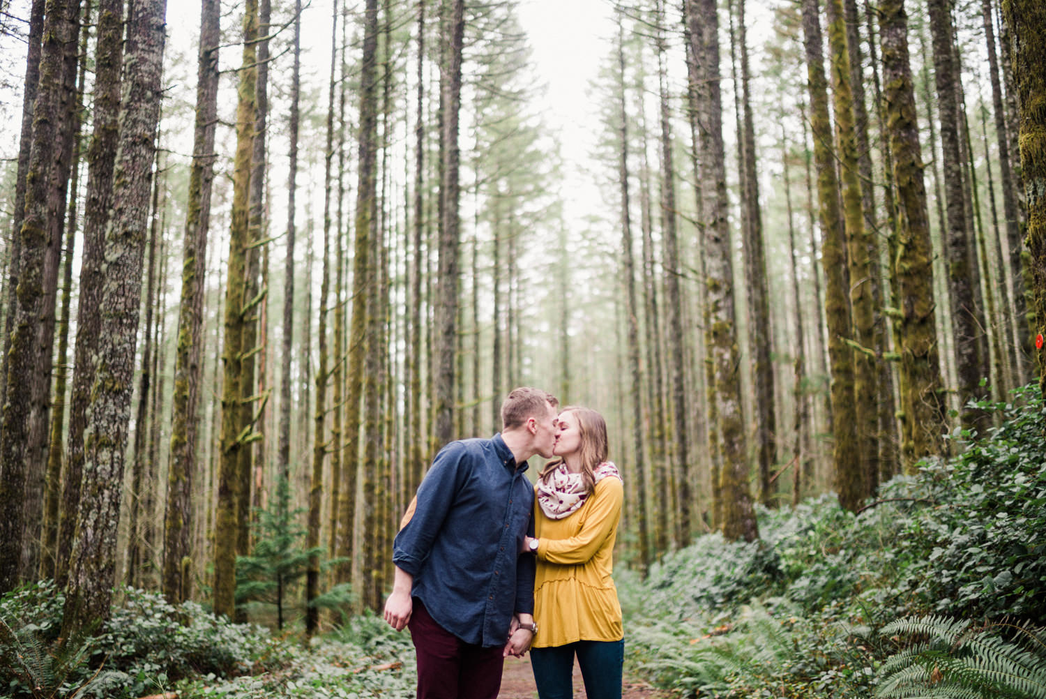 019-snoqualmie-mountain-engagement-session-seattle-film-wedding-photographer-ryan-flynn.jpg