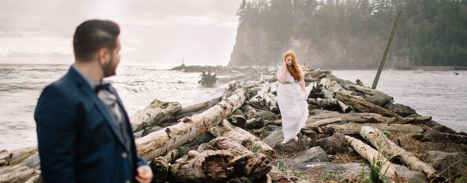 055-elopement-photography-by-ryan-flynn-at-the-washington-coast.jpg
