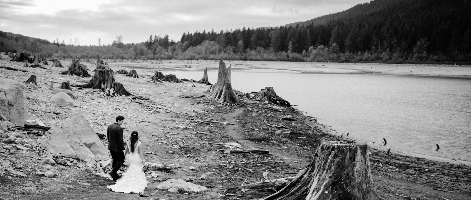 115-elopement-at-rattlesnake-lake-by-seattle-wedding-photographer-ryan-flynn.jpg
