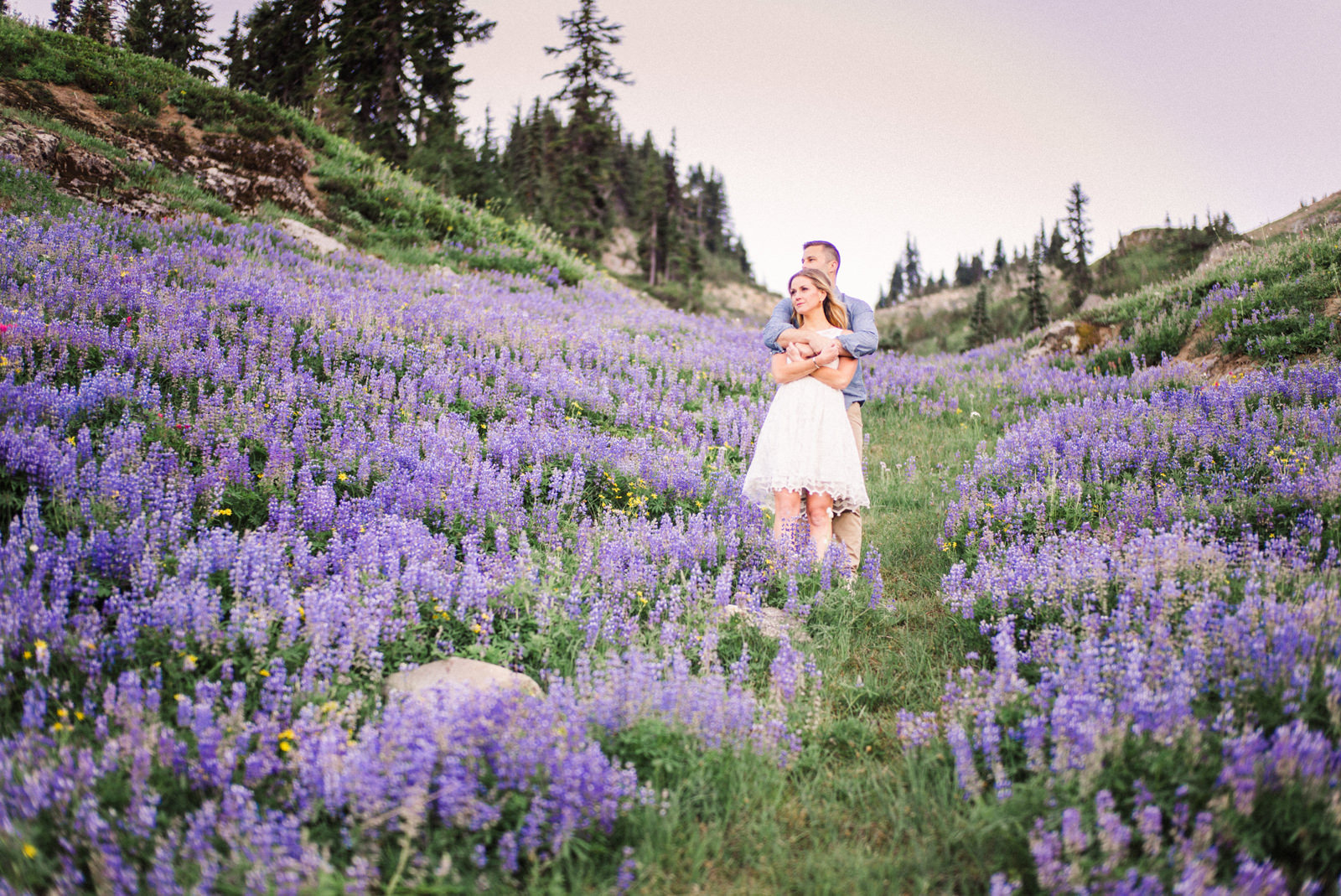 007-pacific-northwest-engagement-session-with-wildflowers-by-ryan-flynn.jpg