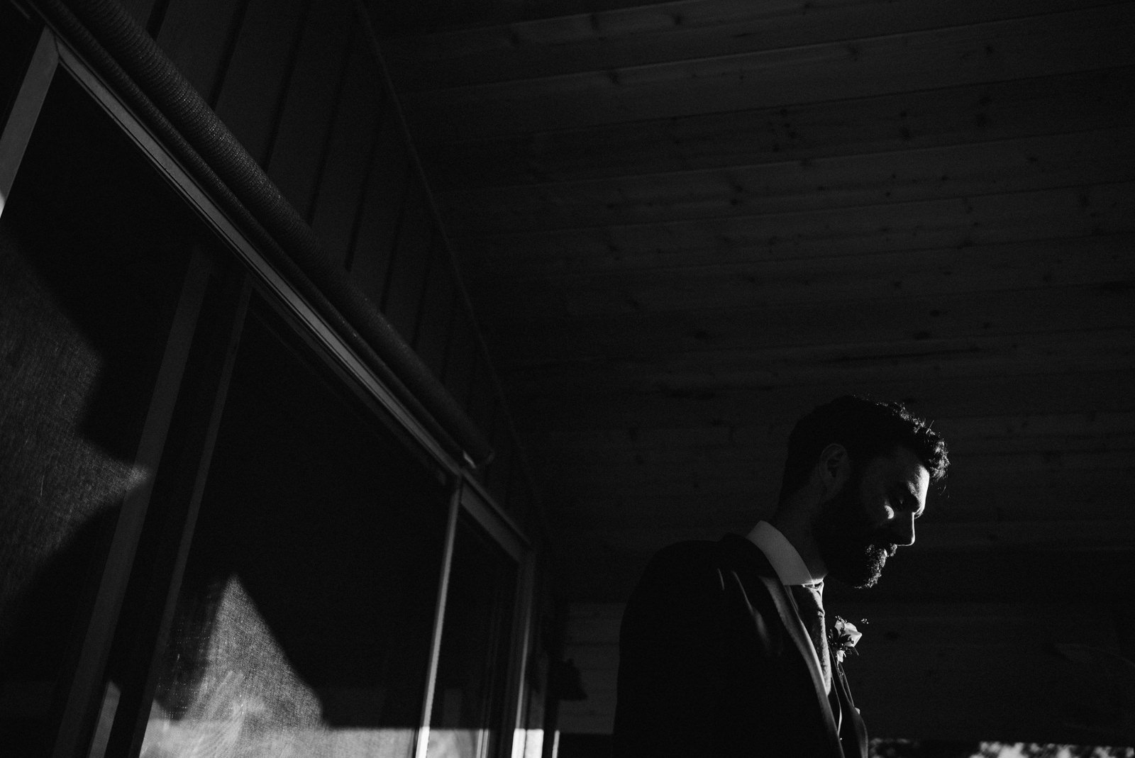 046-dramatic-pnw-elopement-photo-on-herron-island-by-seattle-wedding-photographer-ryan-flynn.jpg