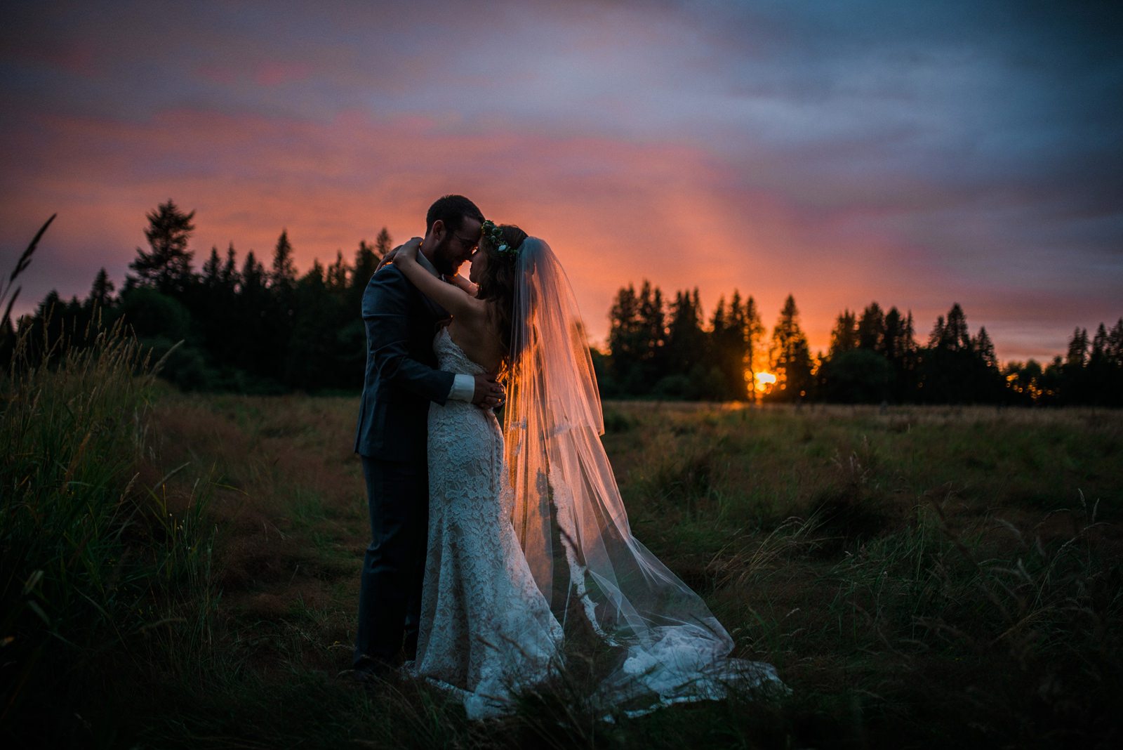 074-long-veil-and-sunset-portrait-on-camano-island.jpg