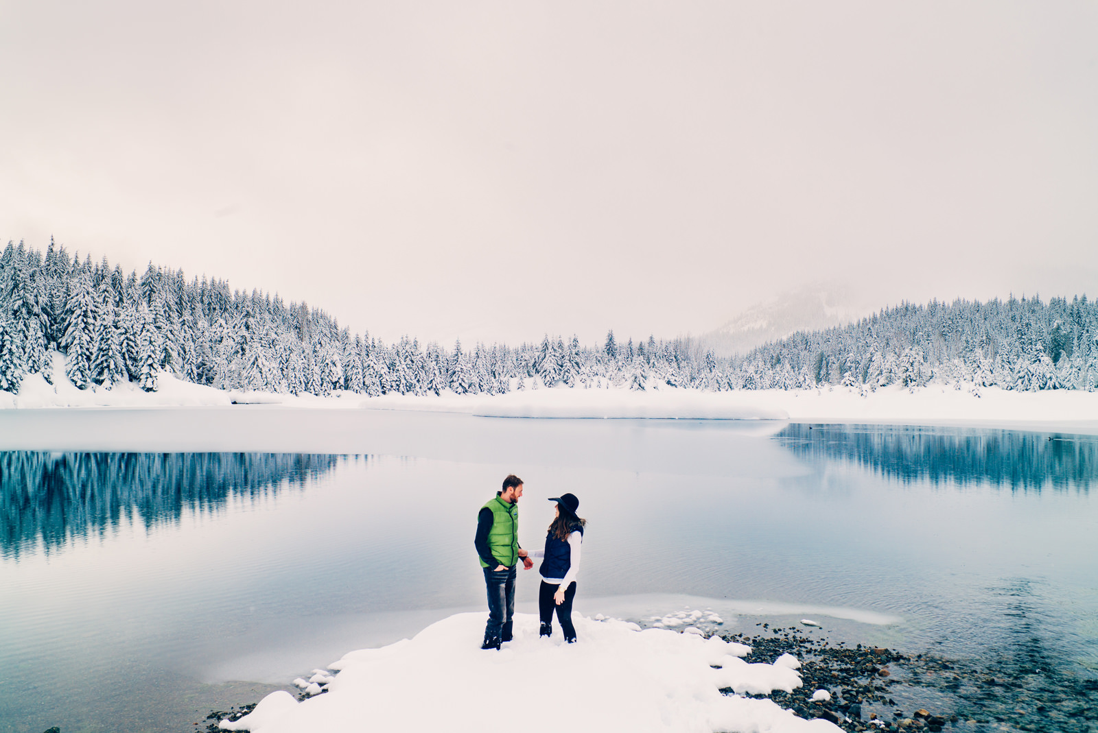 099-snowy-lake-engagement-session-by-washington-mountain-photographer-ryan-flynn.jpg