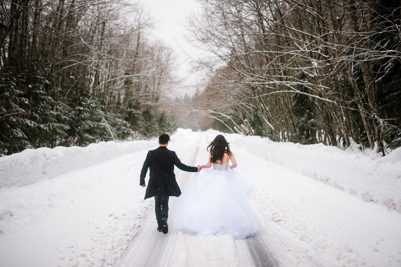 104-bride-and-groom-running-in-the-snow.jpg