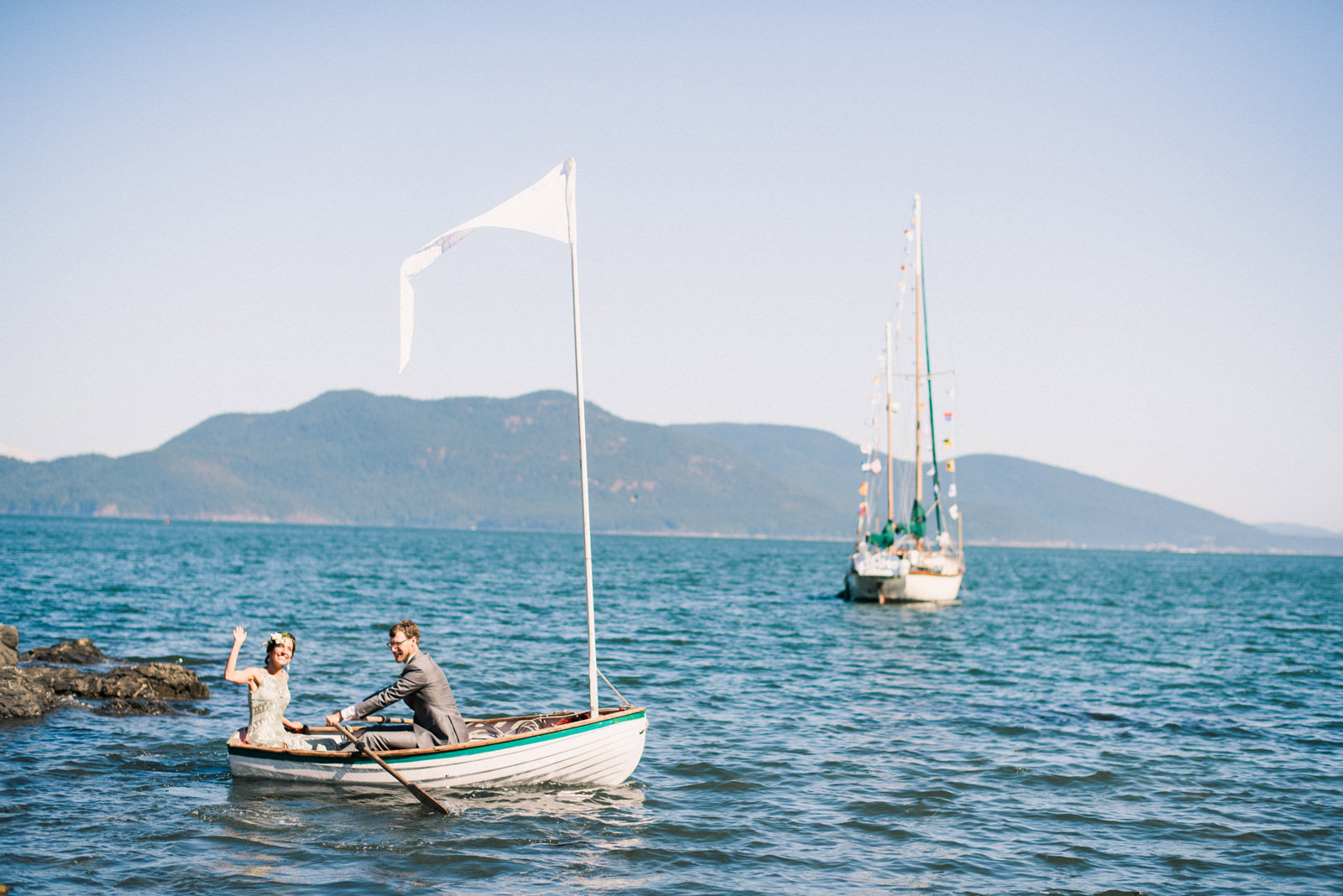 184-orcas-island-wedding-with-a-sailboat-by-san-juan-islands-wedding-photographer.jpg