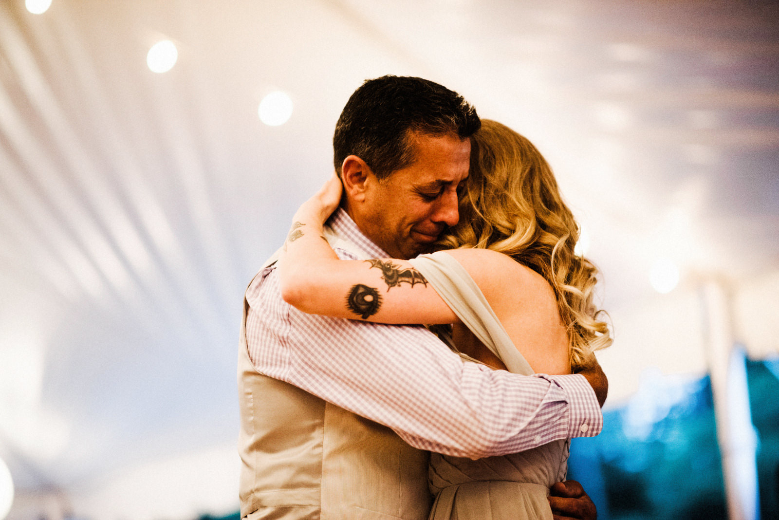 197-tearful-father-daughter-dance-at-peconic-river-herb-farm-by-brooklyn-wedding-photographer-ryan-flynn.jpg