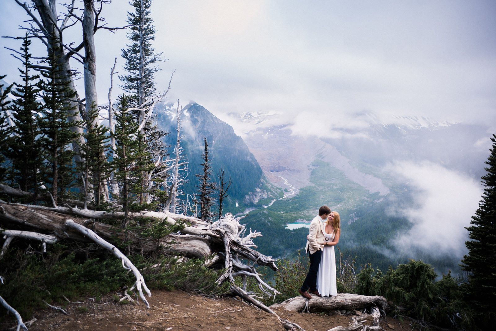 230-foggy-mountain-elopement-by-best-pnw-wedding-photographer-ryan-flynn.jpg