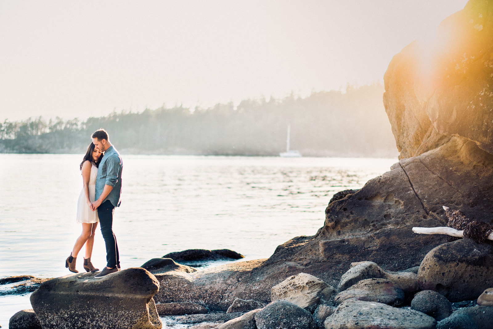238-golden-sunset-engagement-photo-in-bellingham-washington.jpg