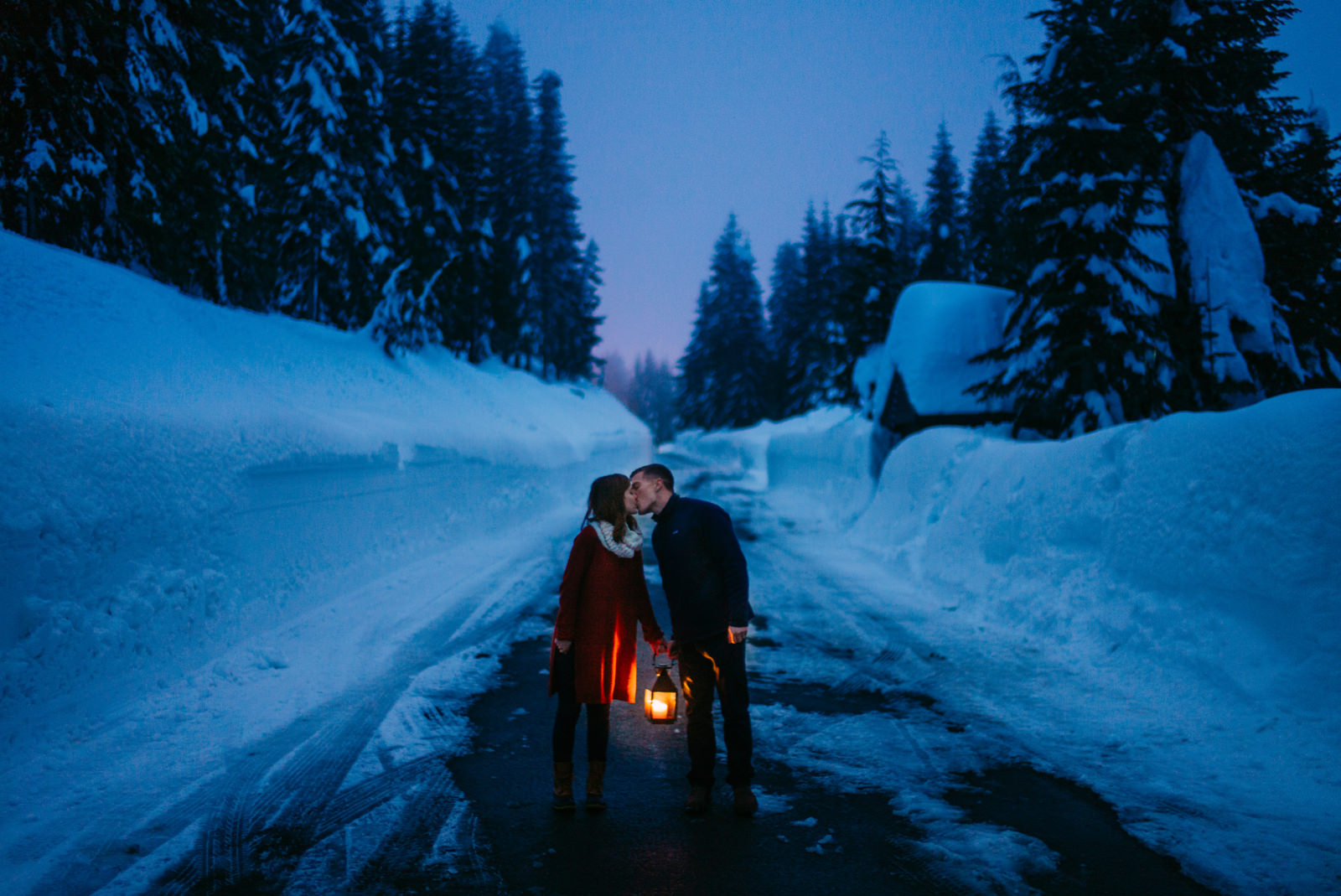257-moody-evening-photo-with-couple-holding-lantern-in-the-snow-by-ryan-flynn-photography.jpg