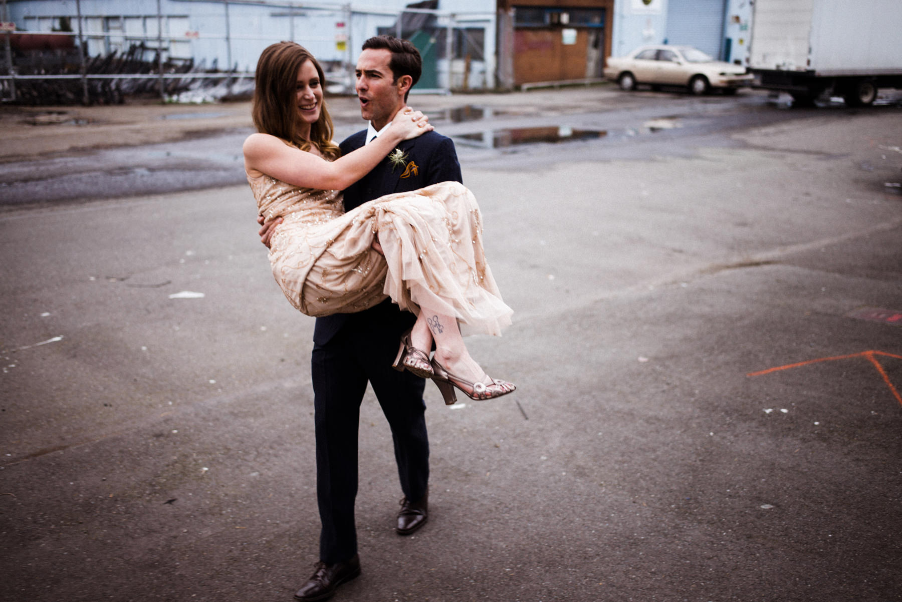058-groom-carrying-his-bride-through-a-parking-lot-near-sodo-seattle.jpg