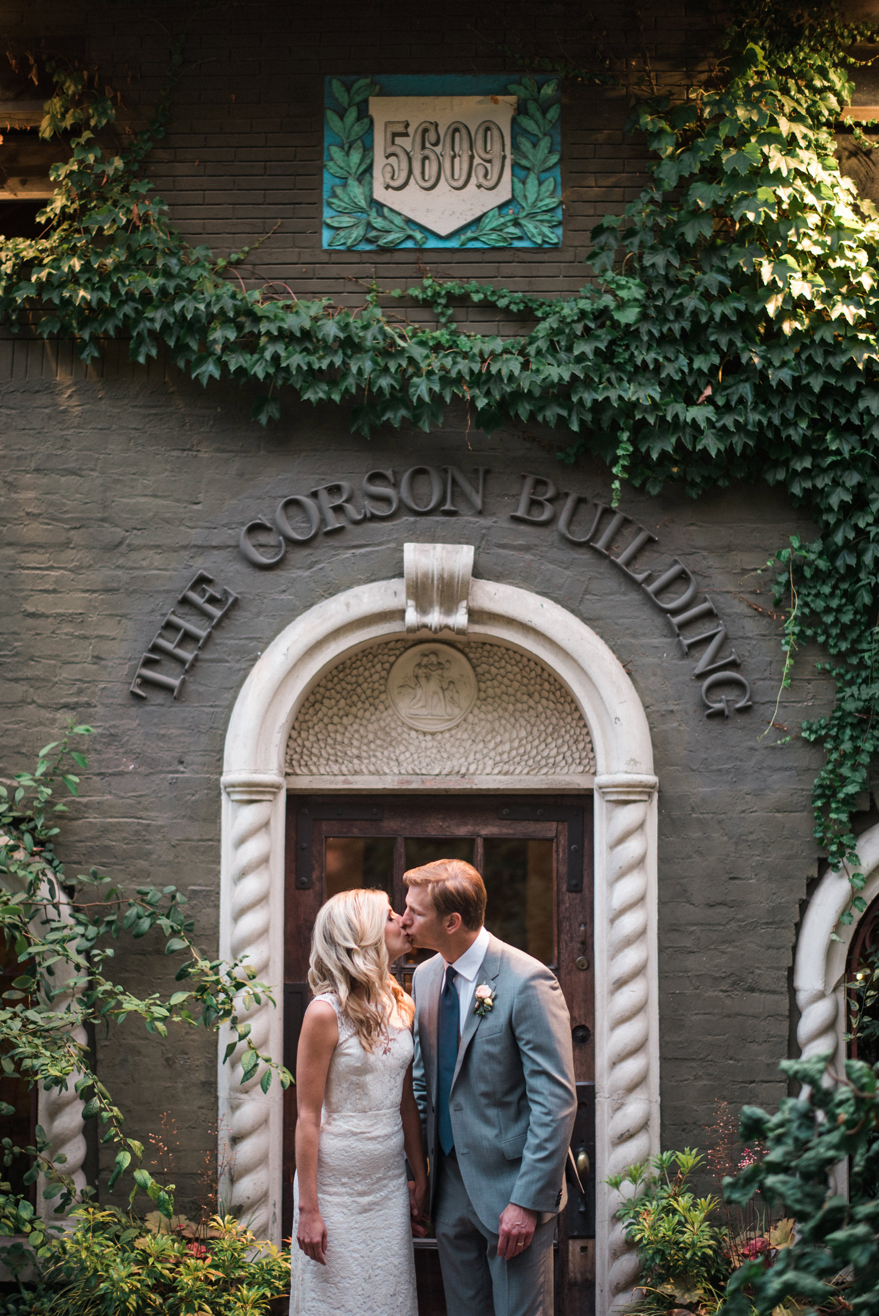 225-outdoor-wedding-at-the-corson-building-in-seattle.jpg